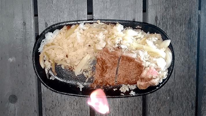 スキレットで焼くステーキ最高!外はカリッと中はジューシー…旨旨
