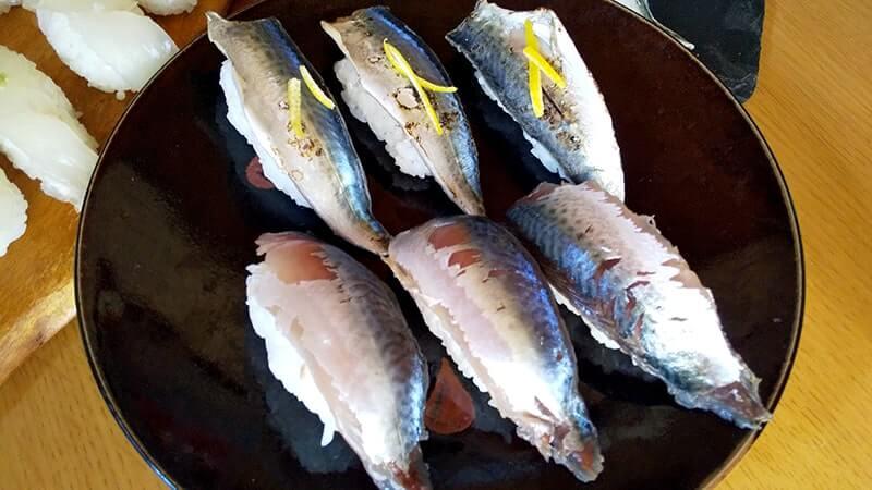 釣った魚で握り寿司!メイチダイ・アイゴ・サバの寿司が旨い!!