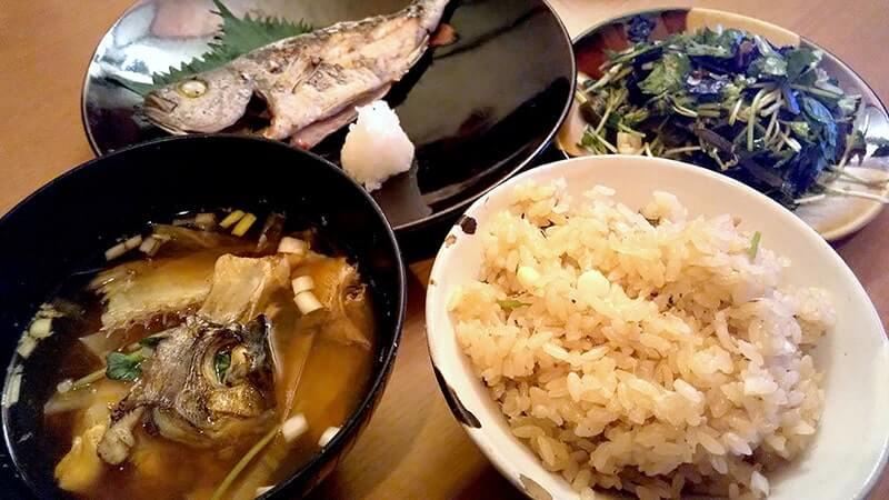 メイチダイの鯛飯・潮汁とイサキの塩焼き定食|釣った魚で釣り飯