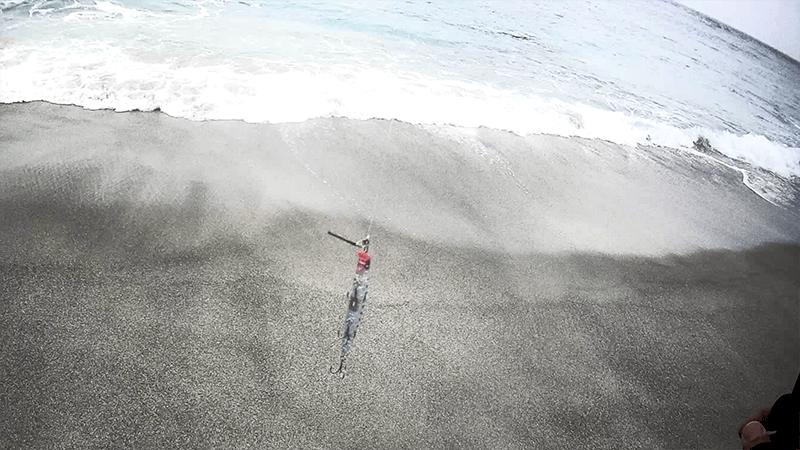 ヒラメが釣れるもソゲサイズ…聖地でのサーフフィッシング!|新島釣りキャンプ第二弾【DAY4 後半】