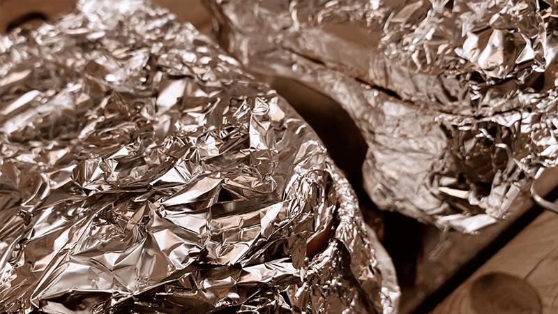 メスティンで燻製!10分お手軽熱燻してランチ|家でキャンプごはん【キャンプ料理レシピ】