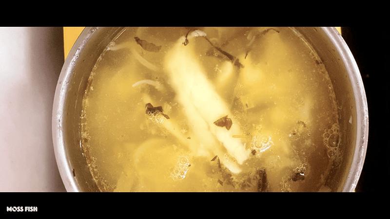 釣ったシーバス(スズキ)のアクアパッツァ!アラはスープに【釣り飯】