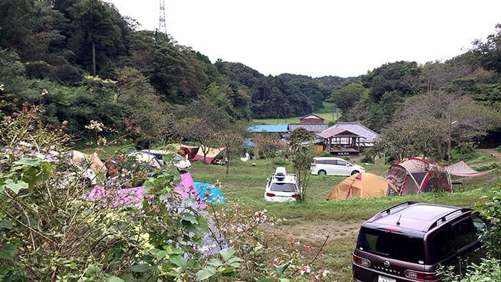 キャンプ場「花はなの里」自然に囲まれたログハウスに一泊!